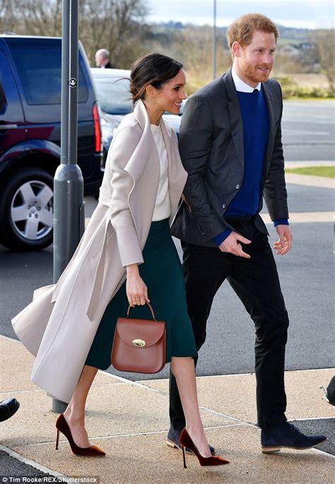 meghan markle chooses  worthy handbag  belfast trip