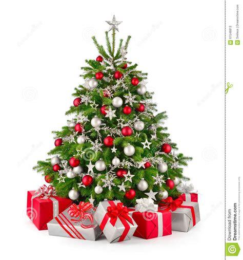 weihnachtsbaum und geschenke im rot und im silber