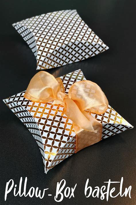 pillow box basteln geschenkverpackung in sternform basteln plotterfreebie pillow box kugelig