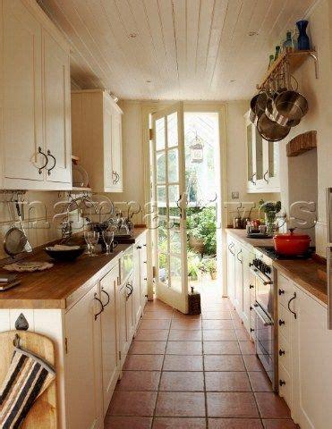 small galley kitchens designs rustic galley kitchen에 관한 상위 25개 이상의 아이디어 하얀캐비닛 5399