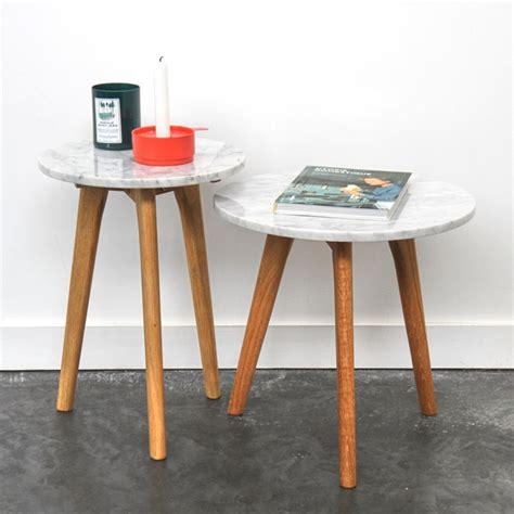 plateau canapé table basse en marbre blanc style scandinave zuiver