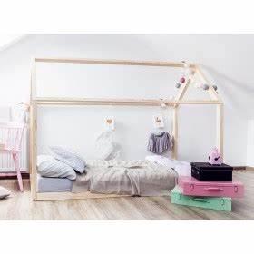 Lit Au Sol : lit cabane maison halma mobilier enfant lit en bois jurassien ~ Teatrodelosmanantiales.com Idées de Décoration