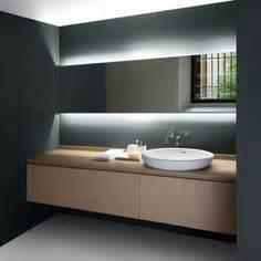 pour une petite salle de bain tout en longueur salle de With carrelage adhesif salle de bain avec éclairage lumière du jour led