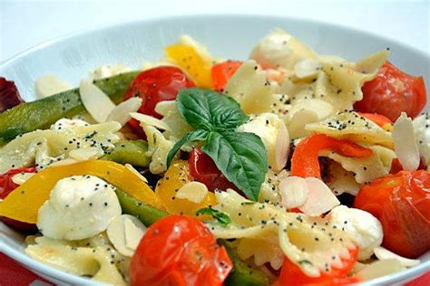 salade de farfalles au pesto tomates cerise et poivrons