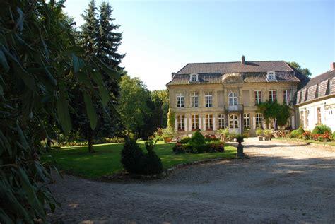 chateau chambre d hotes location chambre d 39 hôtes château d 39 en haut réf 4303 à jenlain
