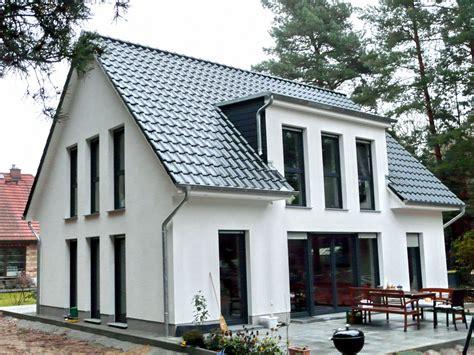 Ewa Landhäuser  Dach  Pinterest  Landhäuser, Gaube Und