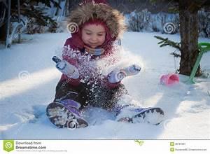 Image D Enfant : jeux d 39 enfant dans la neige image stock image du humain actions 36787061 ~ Dallasstarsshop.com Idées de Décoration