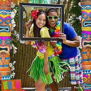 Turn Up The Tropical Heat With A Photo Op For Couples
