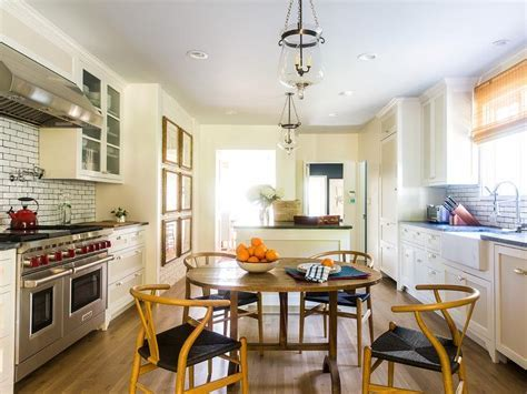 Long Kitchen with Round Dining Table and Wishbone Chairs