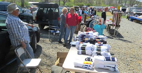 willow glen fleamarket located in sinking pa open every sunday april to november