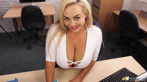 Louise Natural Breast Shorthair Hd Downblouse