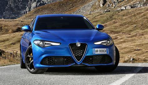 Alfa Romeo Giuliacoupé Mit Laferrarihybridtechnik