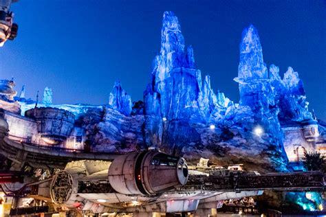 Star Wars: Galaxy's Edge at Night in Disneyland, Anaheim ...
