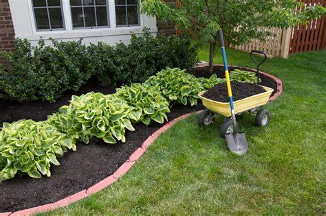 mulch gardens mulch selection info choosing mulch for gardens