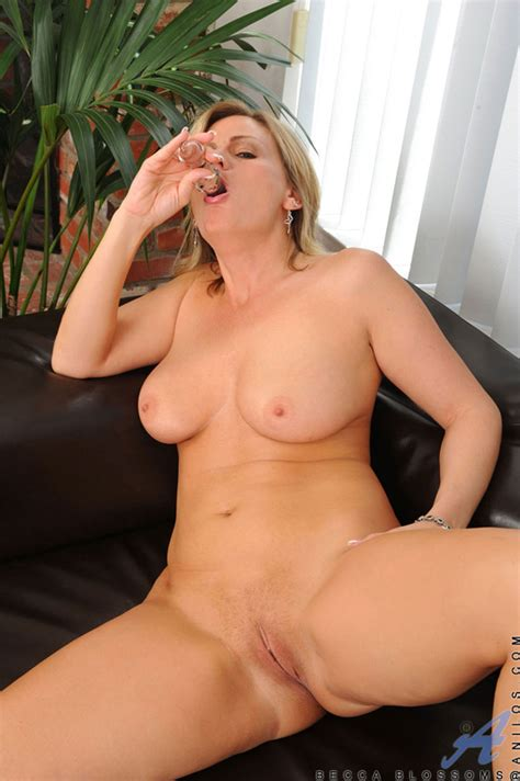 Hot Milf Becca Blossoms Spreads Her Pussy While Inserting