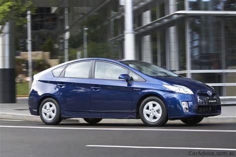 Honda Insight Vti-l V Toyota Prius: Hybrid Car Comparison