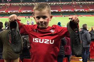 Young Wales Fans Receive Wonderful Gifts After All Blacks Clash