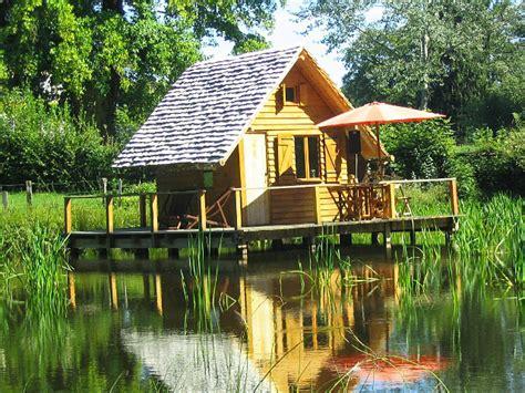 chambre d hotes lons le saunier cabanes lacustres du château d 39 ettevaux cabane sur l 39 eau