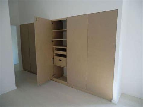 comment ouvrir une porte de chambre bloqu construction d 39 un placard sur mesure aménagement déco