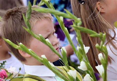 Latvijas skolās sākas jaunais mācību gads | LA.LV