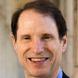 Ron Wyden - Bio, Facts, Family | Famous Birthdays
