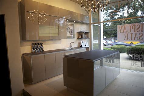 Kitchen Granite Design Ideas by 15 Inspiring Grey Kitchen Cabinet Design Ideas