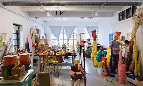 canape kartell atelier d 39 artiste dans un loft