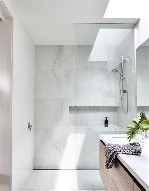 bathroom vanity light ideas best 25 marble bathrooms ideas on carrara