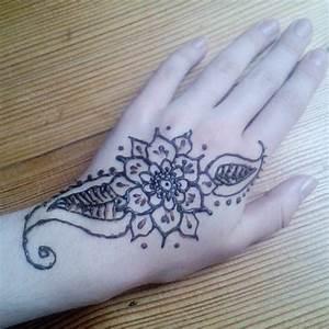 Henna Selber Machen : henna tattoo unterarm leicht ~ Frokenaadalensverden.com Haus und Dekorationen