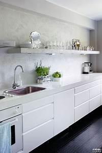 Cuisine Blanche Plan De Travail Gris : cuisine blanche meubles plan de travail design sol pvc noir ~ Melissatoandfro.com Idées de Décoration