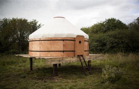 vanmrežna jurta se montira za nekoliko sati a može da se