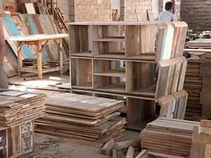 Möbel Aus Altholz : vintage m bel aus massivem recyceltem altholz warten auf weitere verarbeitung massivmoebel24 blog ~ Frokenaadalensverden.com Haus und Dekorationen