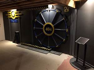 Ce mec a cree une porte bunker fallout pour acceder a sa for Fallout 4 interior decorating