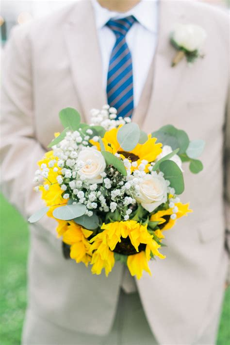 natural white rose  sunflower bouquet