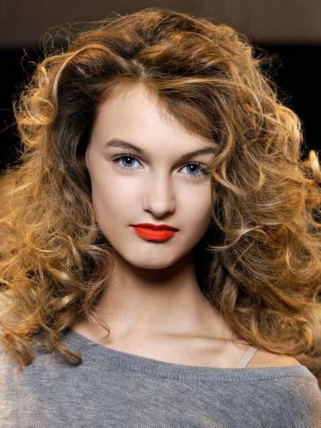 coupe cheveux frisés femme coupe pour cheveux 233 pais et fris 233 s