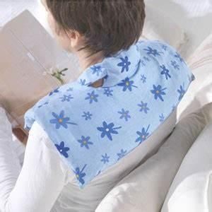 Wärmekissen Nacken Schulter : nacken schulter w rmekissen kirschkern bl mchen blau giraffenland ~ Watch28wear.com Haus und Dekorationen