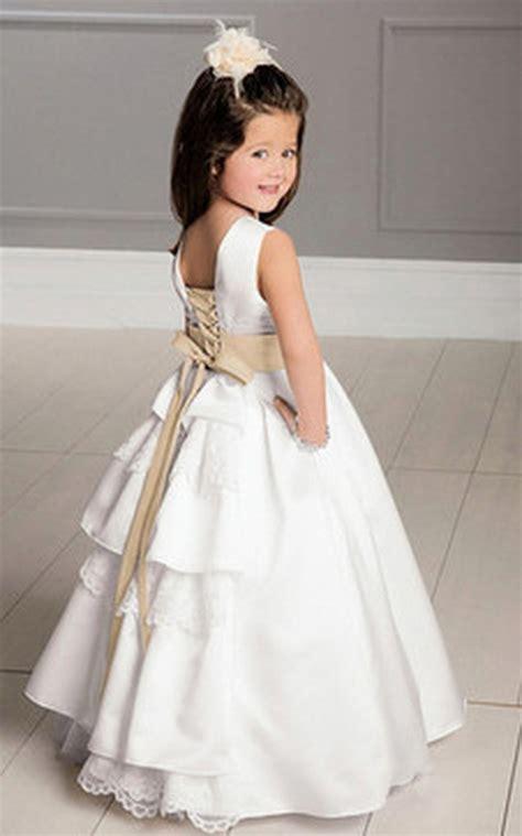 Elegante vestitino per bambina, perfetto per una cerimonia o un'occasione importante. Vestito da cerimonia per bambina