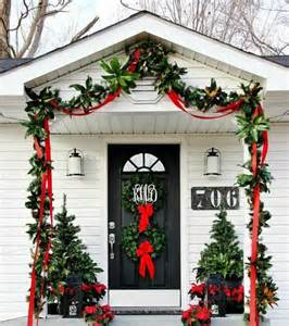 front door decorating ideas for christmas 38 stunning christmas front door d 233 cor ideas digsdigs