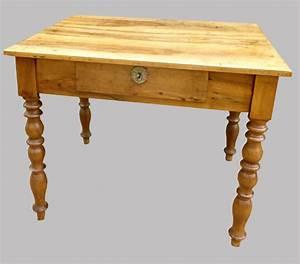 Bureau Ancien En Bois : joli petit bureau en noyer meuble ancien en bois clair ~ Carolinahurricanesstore.com Idées de Décoration