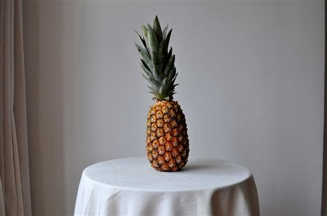 picture pineapple table