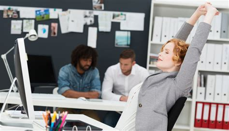 exercice au bureau bien être au bureau 6 exercices pour garder la forme