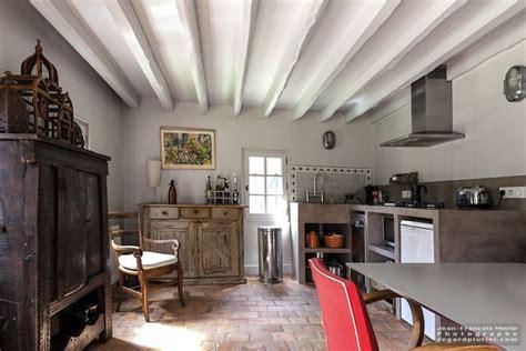 cuisine ancienne avec poutres et tomettes cuisine gite cuisine