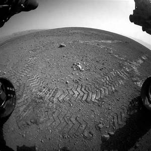 Curiosity rover makes tracks on Mars in successful test drive