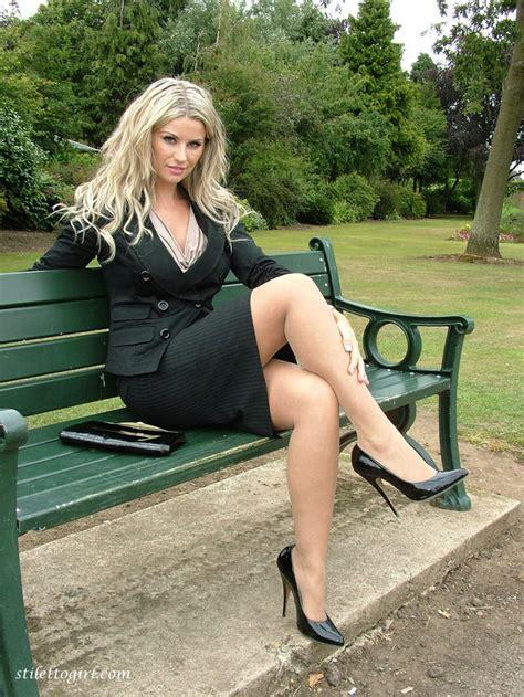 park femme elegante femme superbe blonde