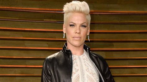 Pink Slams Women Who Use Their Body Sex Tits And Aes To Get Attention As Kim Kardashian