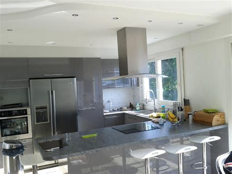 plafond de cuisine design cuisine avec bar
