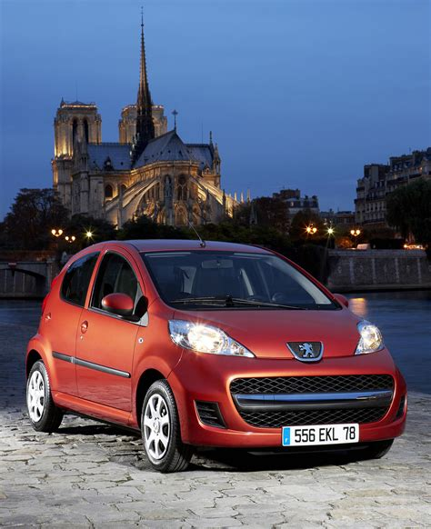 Peugeot 107 Mpg by Stylish 2009 Peugeot 107 Features Improved Mpg And Co2