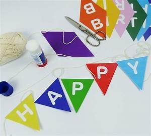 Girlande Basteln Vorlage : happy birthday girlande mit bunten wimpeln balloonasshop ~ Watch28wear.com Haus und Dekorationen