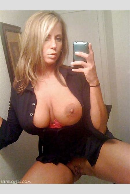 Naked MILF Selfie XXX 022_634_1 - Naked, Sexy & Nude Selfies by SelfieLovers.com