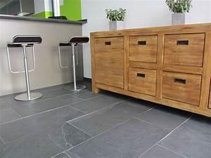Fliesen Küche Boden : kundenfoto schiefer fliesen mustang verlegt in der k che neben der durchreiche ~ Markanthonyermac.com Haus und Dekorationen